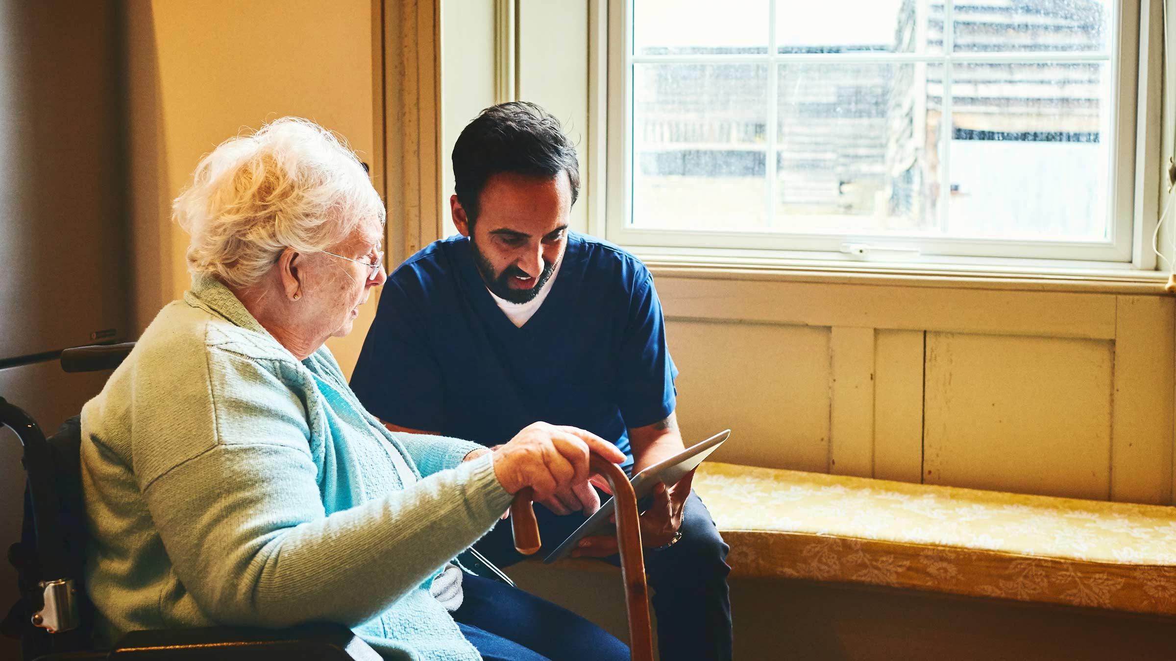 Assistenza agli anziani e tecnologia