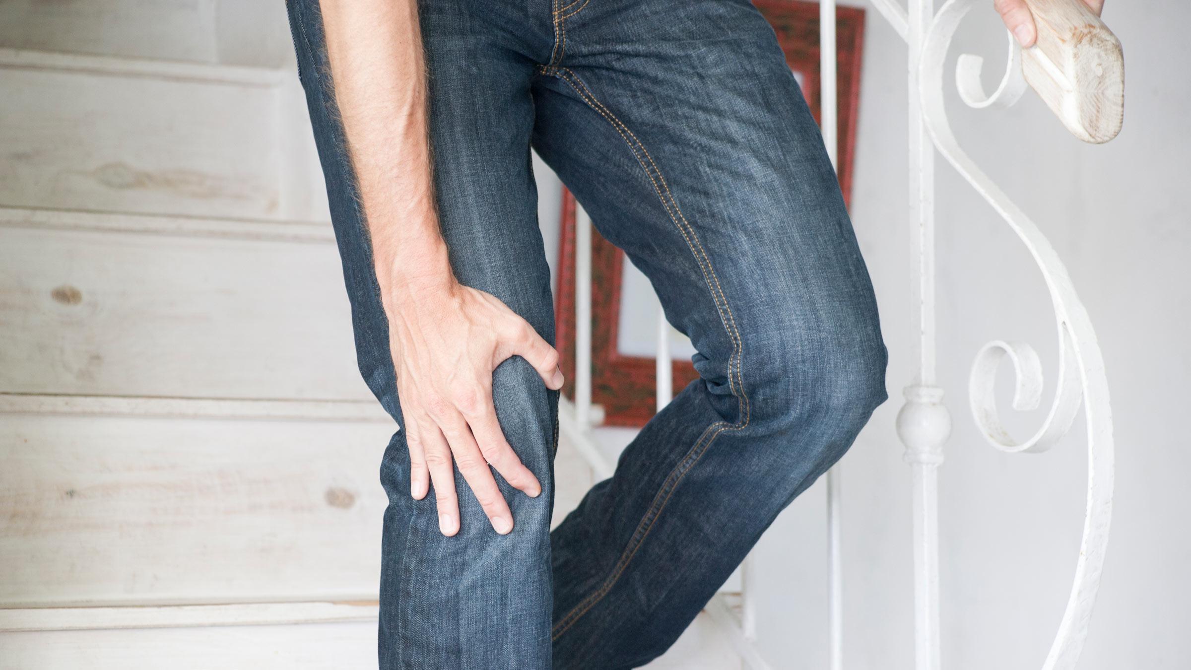Il ginocchio fa male quando si sale le scale, che cosa...