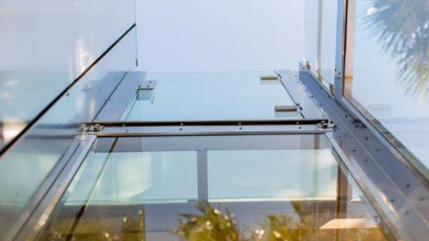 Un miniascesore in vetro è un elemento di design per un'abitazione