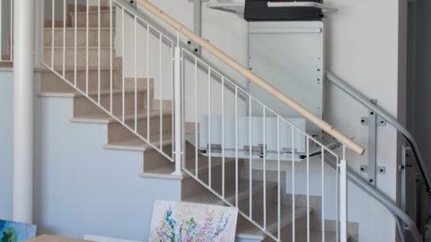 Il montascale a pedana si adatta a tutte le rampe di scale